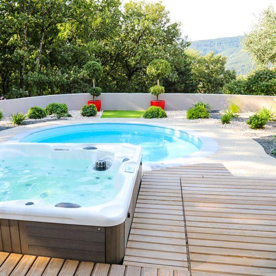 Laurie-Anne, dessinatrice paysagiste chez Valente, a imaginé une - espacement plot beton terrasse