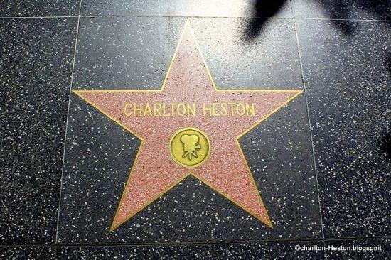 J'ai longtemps souhaité et espéré me rendre un jour à Los Angeles et, pouvoir faire un pèlerinage sur les lieux où vécut Charlton Heston....