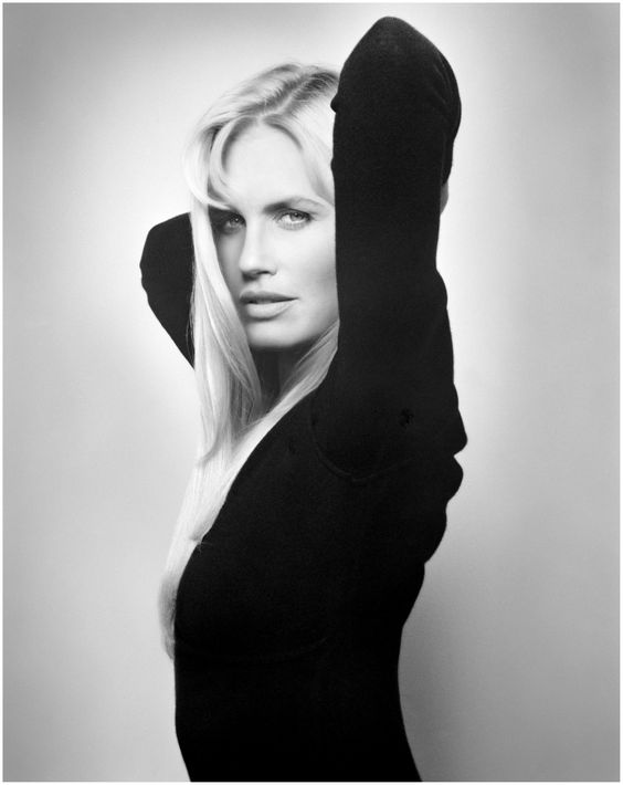 Daryl Hannah - Vogue - Photo Michael Comte 1992