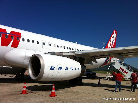 Airbus A320 da TAM no Aeroporto Internacional Hercílio Luz - Florianópolis, Brasil