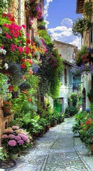 花盛りのヨーロッパの街並み