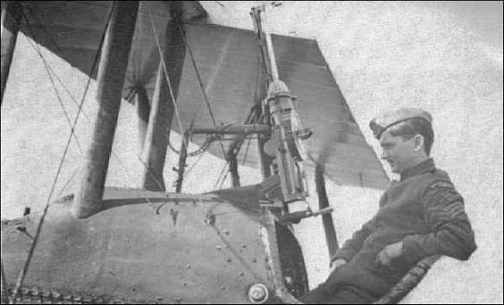 Na noite de 3 de setembro de 1916 o Tenente inglês W. Lefee Robinson abateu o dirigível alemão L11 sobre a cidade de Londres