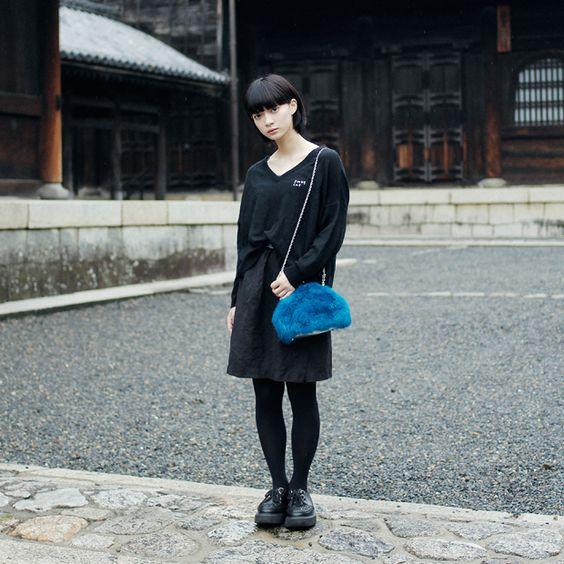 ブラックコーデの田中真琴