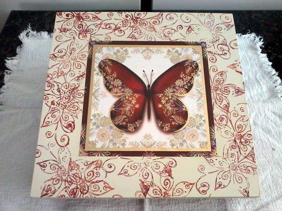 Caixa em MDF, decorada com técnica de decoupage (aplicação de borboleta) e carimbos. R$ 40,00