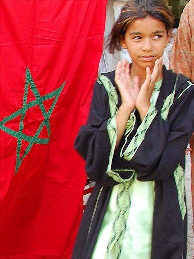 Fille au drapeau Marocain