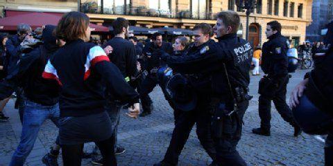IVI-Solidaritätsdemo: Chaos am Opernplatz