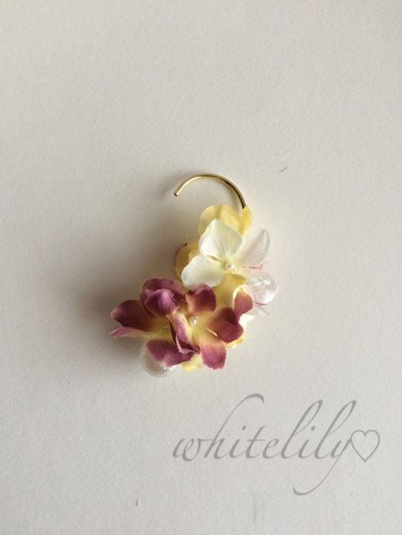 グラデーションが綺麗なアートフラワーの紫陽花で制作したイヤーフックです♡チラリと覗くエアパールがポイント。☆両耳どちらでも付けていただけます♡お花の繊細な美し...|ハンドメイド、手作り、手仕事品の通販・販売・購入ならCreema。