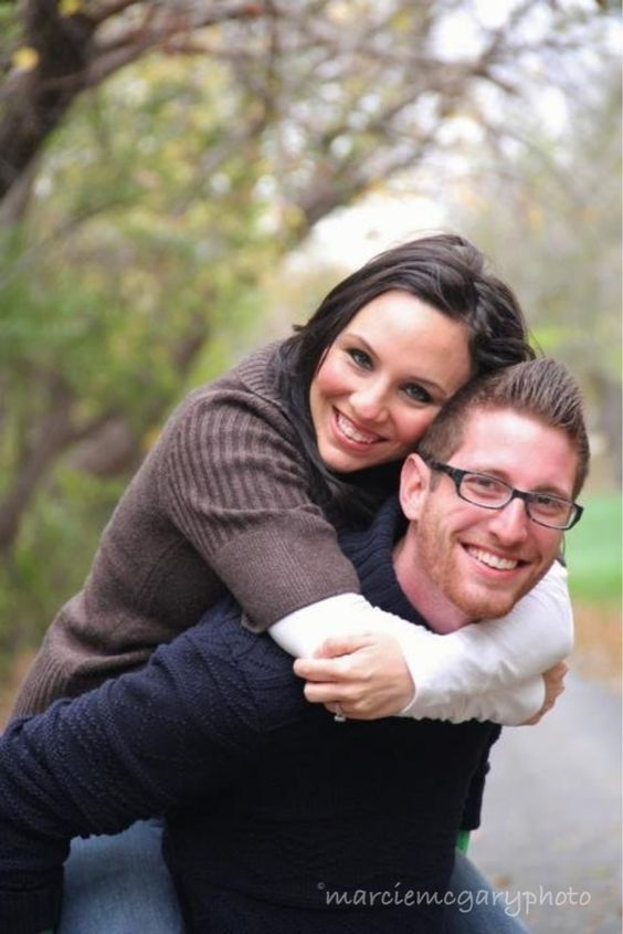 Cute couples pose! #photography #fall #pose