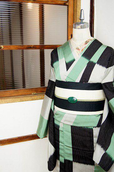 shimaiya:  ミントグリーンと黒の変わり市松模様がモダンな御召単着物 - アンティーク着物/リサイクル着物のオンラインショップ ■□姉妹屋□■ シックな黒とグレーのモノトーンと、さわやかなミントグリーンのとびきり素敵なカラーでブロッキングされた変わり市松デザインが印象的な正絹御召の単着物です。