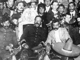 Nos habla acerca de :  División entre Zapatistas y Carrancistas,  Villa desconoce a Carranza,  La Convención Revolucionaria,  Tropas Norteamericanas salen desde Veracruz,  Derrota de Villa  Expedición Punitiva,  Muerte de Zapata.