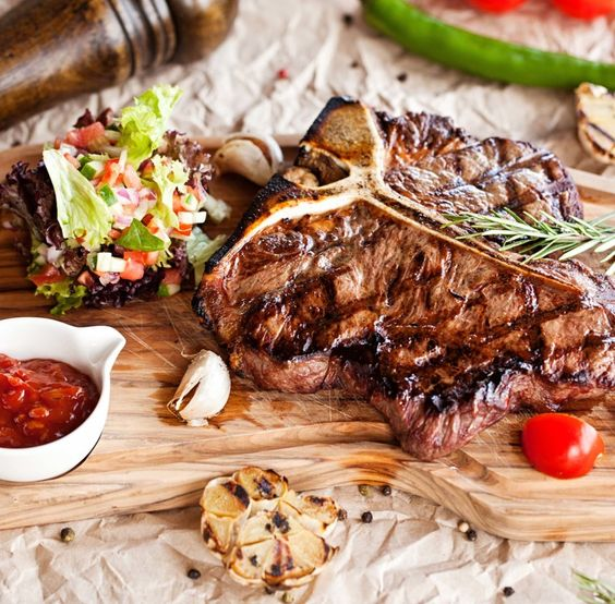 Who can resist a deliciously tender T-bone steak? Courtesy of #JamesMartin & #ChalmarBeef