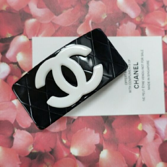 """Big chanel modern hair barrette clip pin Big unique hair barrette clip pin. Looks big but mdeium clip. 3.25"""" x 1.5"""" . VIP gifts. New. Complimentary card not include. Slight glue defect at the back - reduced price due to this defect. Not comes with velvet pouch but I can include one. Chanel  Makeup Brushes & Tools"""
