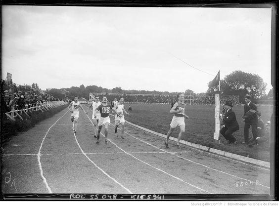 Arrivée du 400 mètres plat Colombes 20/7/19 championnat du monde d'athlètisme [i.e. championnat de France d'athlétisme] : [photographie de presse] / [Agence Rol]