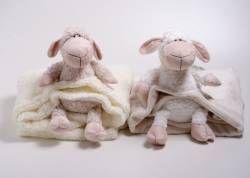 Que fofos esses carneiros com cobertor