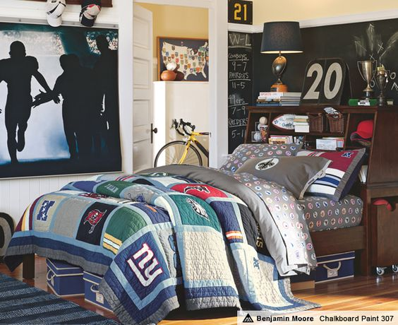 football bedrooms rush the field stuff your stuff. Black Bedroom Furniture Sets. Home Design Ideas