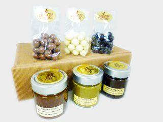 Per i vostri regali di Natale vi consigliamo qualche cosa di dolce :-) http://www.cioccolateriaveneziana.it/negozio/confezione-regalo-cioccolateria-veneziana/