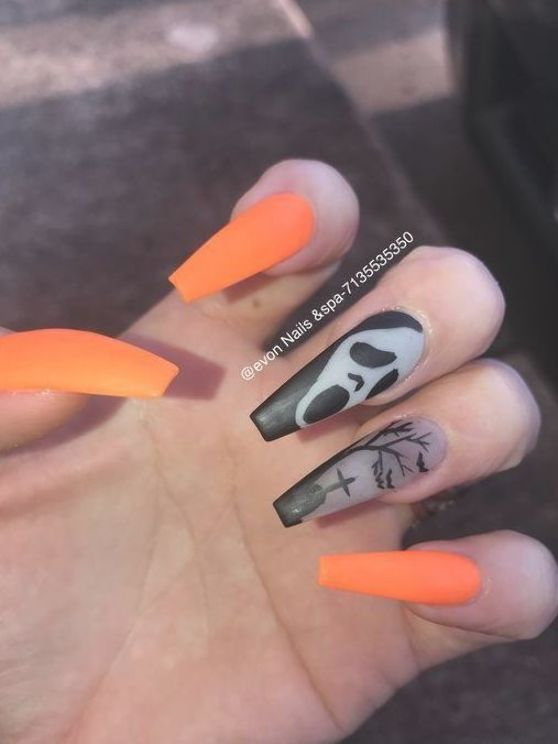 Pin By Gabby Raymaker On Nails In 2020 Halloween Acrylic Nails Holloween Nails Horror Nails