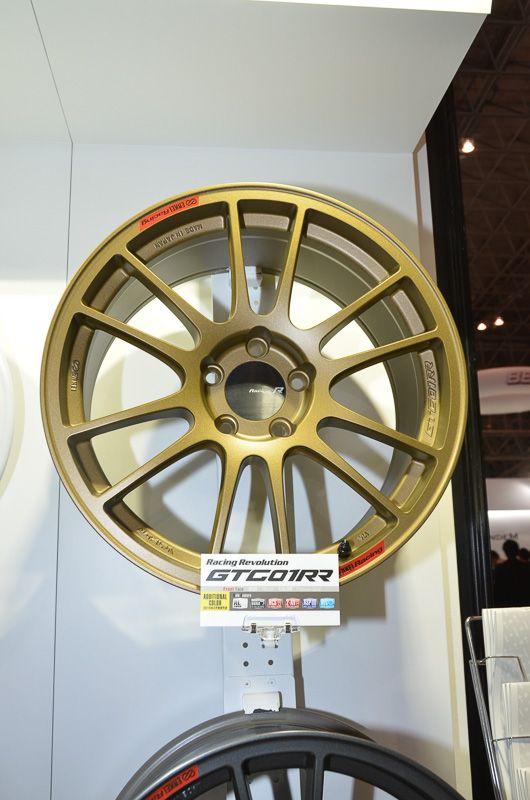 ENKEIがこれまで設定してきた金色とはまったく違う見映えの完全新色。GTC01RR自体の想定車種はR34 GT-R、BMW M3、WRX STIなどのスポーツ車種