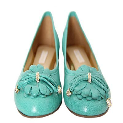Sapatilha Next Verde - Mezzo Punto  Sapatilha em couro liso cor verde.  Laço em couro no formato de flor com metais cravejados com cristais.  Solado de borracha.  A mamãe vai ficar super elegante para passear e trabalhar sem perder o conforto.  A Mezzo Punto é uma marca de calçados femininos de altíssima qualidade e sofisticação. Sua linha é ideal para gestantes e recém mamães, pois os sapatos são produzidos com couros e materiais extremamente flexíveis para poder calçar confortavelmente os…
