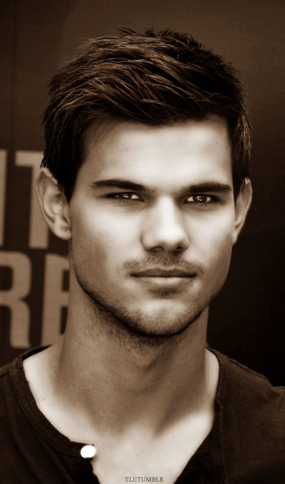 Taylor Lautner that is one hot pic