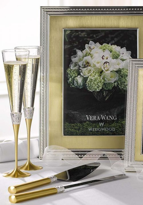 Zlatnata Seriya Na Vera Wang Decor Home Decor Vase