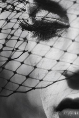 Portrait - Black and White - Veil - Photography - Pose: