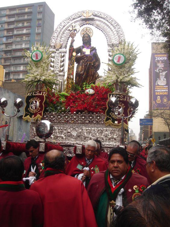 Procesión de San Judas Tadeo de la Basílica de San Francisco (Lima)