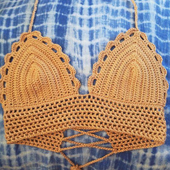 Ein Bikini Handarbeit häkeln oder zuschneiden. Dieses Top ist perfekt für Sommertage :) Oben hat ein Halfter Hals und binden hintere Gurt und beste Passungen eine Größe klein bis mittelgroß. Wenn Sie eine andere Größe wünschen, wenden Sie sich bitte an mich schreiben.  Dieses Top ist kundenspezifisch konfektioniert und ich möchte die bestmögliche Passform für Sie sicherstellen. Haben Sie einen Triangel-Bikini, der Ihnen gut passt, bitte benutzen Sie es um die folgenden Messungen liefern: (1)…