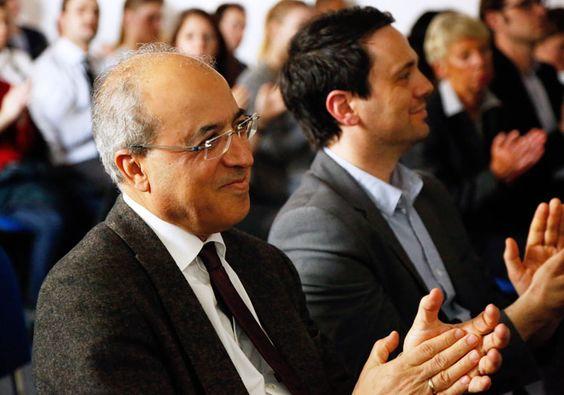 Applaus für die neuen HMKW-Studierenden. Mit im Publikum: Der Geschäftsführer der Trägergesellschaft, Herr Ameir Jillab (li.).
