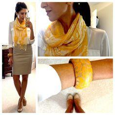 Combinação de nude, branco e lenço amarelo