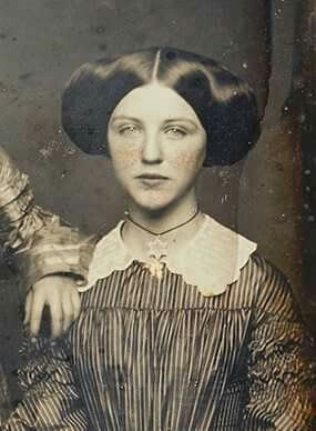 1850 1860 S Photograph Of Lovely Young Lady With An Enormous