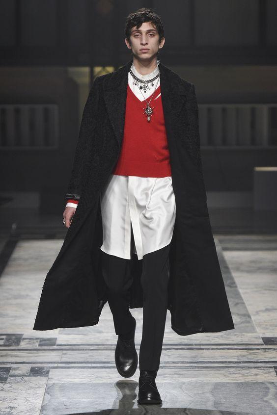 Alexander McQueen Fall 2016 Menswear Fashion Show