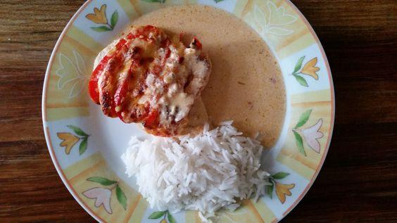 Ein relativ schnelles Mittagessen mit zartem Hähnchenbrustfilet, frischem Gemüse und reichlich Paprikagewürz, das definitiv nicht enttäuscht! Rezept auf https://zauberloeffel.wordpress.com/2015/07/26/paprika-sahne-haehnchen/ / Try this fast and easy recipe for chicken with peppers and Rice. Instructions in German found on https://zauberloeffel.wordpress.com/2015/07/26/paprika-sahne-haehnchen/