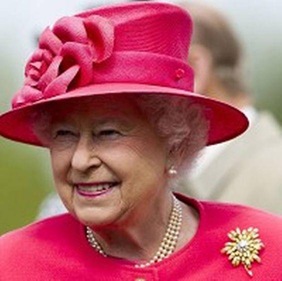 The Queen in hot pink