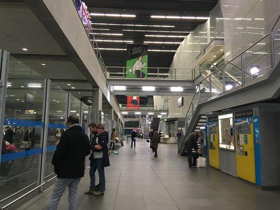 Внутри аэропорта Бордо