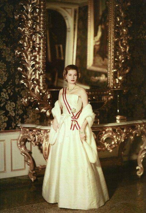 grace&family:  Princess Grace of Monaco, 1957. Portrait by Howell Conant.
