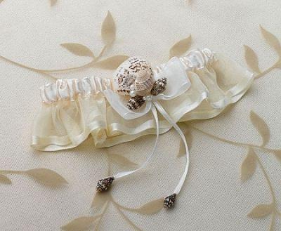 Oceans Away Ivory Seashell Garter