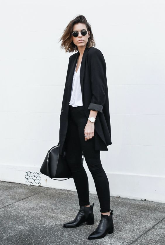 @kaitymodern keeps it all black in our Maria in Seriously Black. Try the new luxuriously comfortable, fade-resistant collection. #LittleBlackJean