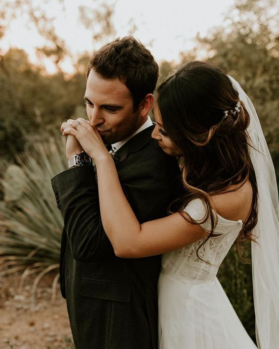 Intimate Bride And Groom Pose Photo At Desert Garden Wedding Wedding Weddingphoto Weddingshot Wedding Photos Poses Bride Groom Poses Wedding Photography Poses