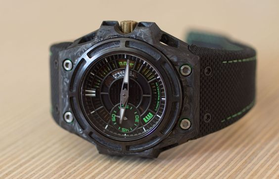 REVIEW – Linde Werdelin SpidoLite II Tech Green | https://monochrome-watches.com/review-linde-werdelin-spidolite-ii-tech-green/