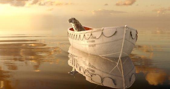 Cuando uno sabe que Life of Pi (2012), de Ang Lee, trata sobre un muchacho que naufraga en una lancha con un tigre a bordo, la primera parte parece una larguísima y aburrida introducción, por lo que se trata de dos películas en una: la primera, sobre religión, dura media hora, y la segunda es el momento esperado: la aventura…