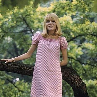 """#francegall chante """"Ça me fait rire"""" en #1966"""