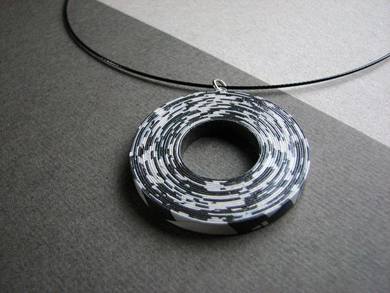 Large paper necklace Handmade newspaper statement por BLURECO 62,5 €