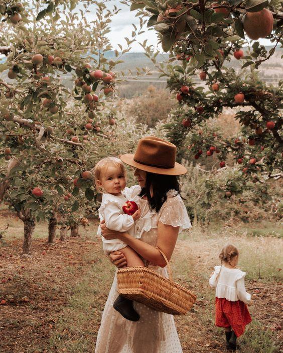 Фотосессия с двумя детьми в саду | Впервые мама - first-time-mama.ru