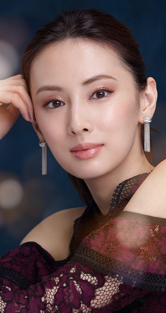 化粧品のポスターの北川景子