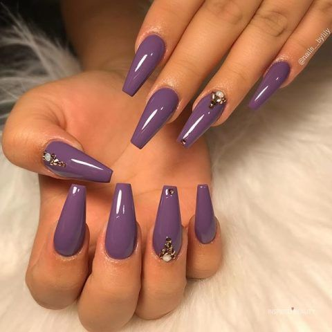 20 Gorgeous Dark Purple Nails To Inspire Your Next Mani Inspired Beauty In 2020 Dark Purple Nails Purple Nails Cute Acrylic Nail Designs