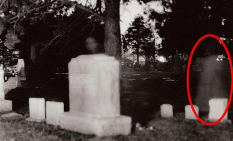 Ghost Picture of the Day: Girl in the Graveyard