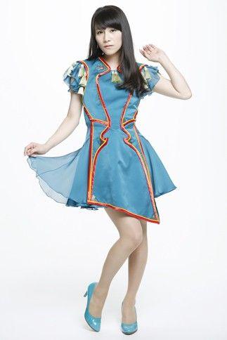 ミニスカートとヒールの西脇綾香
