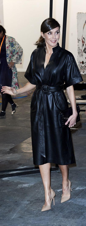 Meghan who? La reina Letizia luce espectacular en un retador vestido de cuero