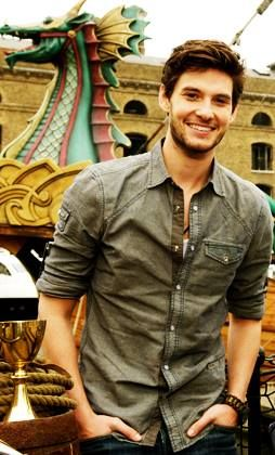 Holy shit holy BEN BARNES!!! Haven't seen him in awhile...God he's cute, I'd forgotten